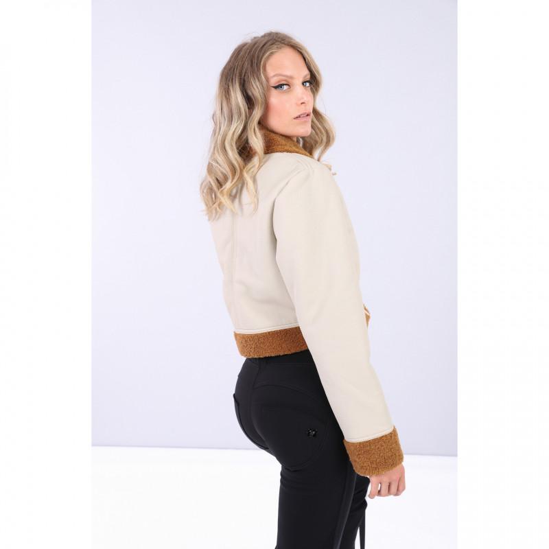 Kurze Jacke aus Kunstnappaleder außen und Lammfellimitat innen - Z100M - Ivory-Brown
