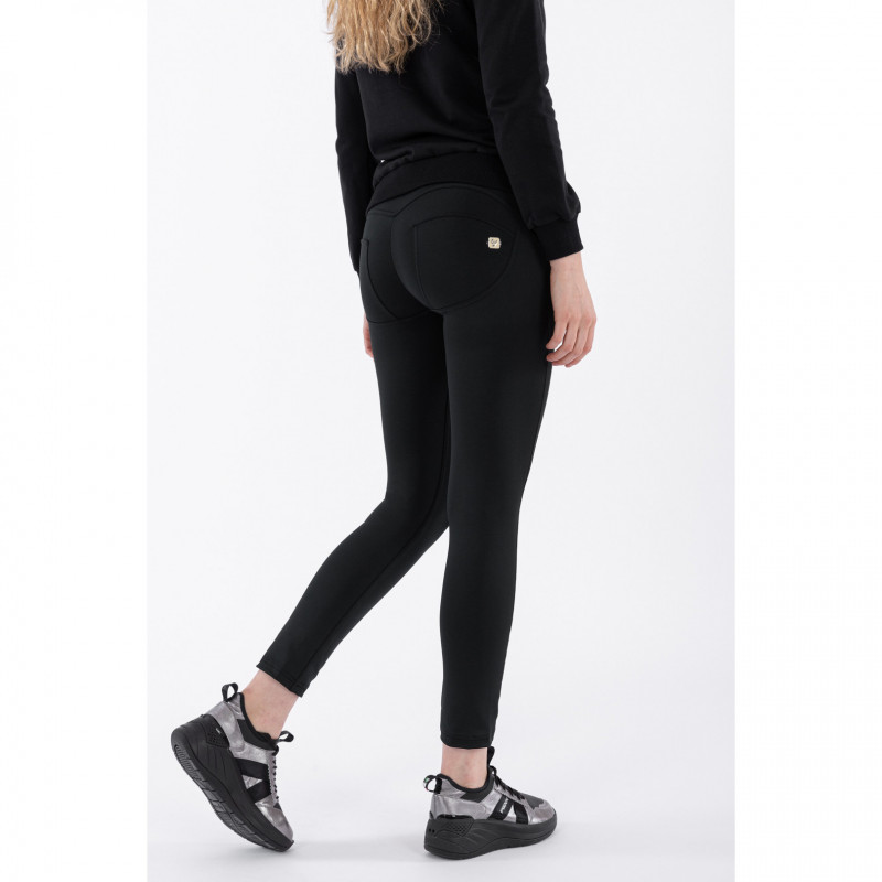 WR.UP® - 7/8 Regular Waist Skinny - Romero Britto Collection - Black with Love Patch - N